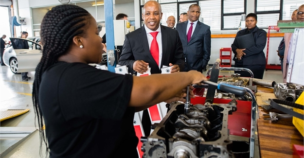 Mercedes benz learning academy to create auto artisans for Mercedes benz academy